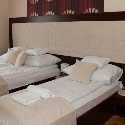 Mahagóni szoba - Bognár Vendégház Zirc